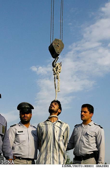 gay iraniano impiccato