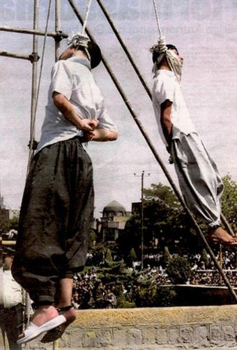 due ragazzi iraniani impiccati