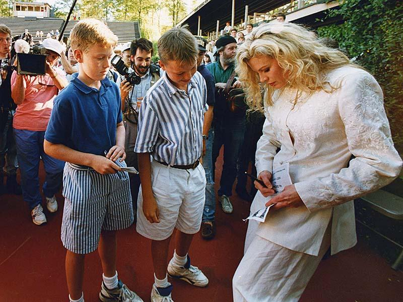 Kim Basinger signs autographs in at the University of Georgias Henry Field Stadium 1991