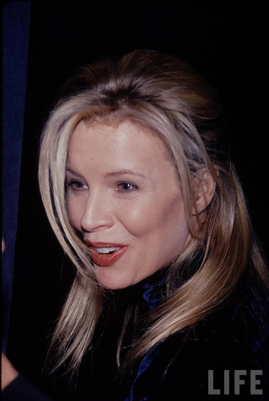 Kim Basinger during Nobody's fool premiere on 1994-12-14