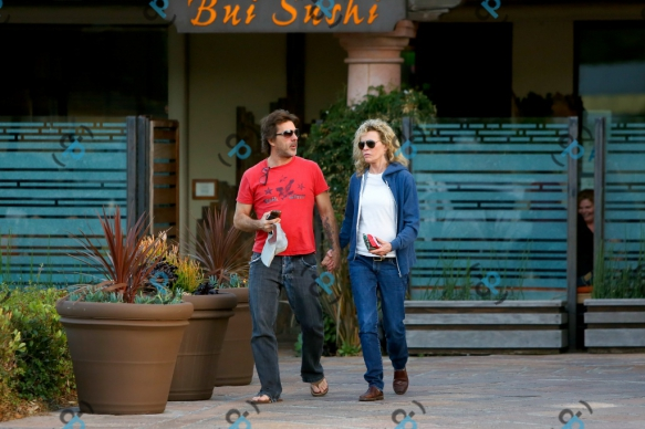 Kim & Mitch enjoy a quick bite at Bui Sushi after paying Ireland Baldwin a visit at a Recovery Center in Malibu on 2015-04-19