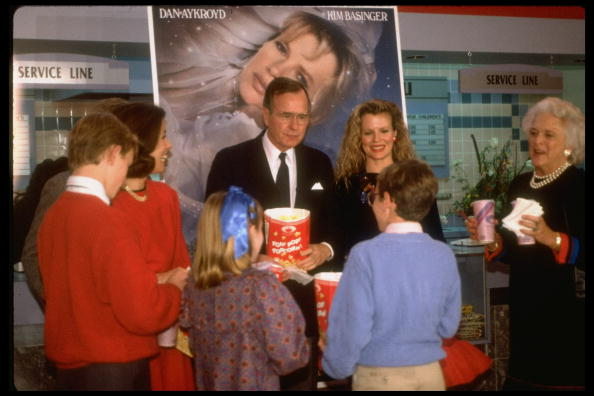 Kim Basinger -George Bush - My Stepmother Is An Alien Premiere (1988)